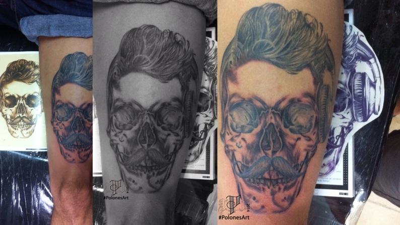 caveira com fone tattoo